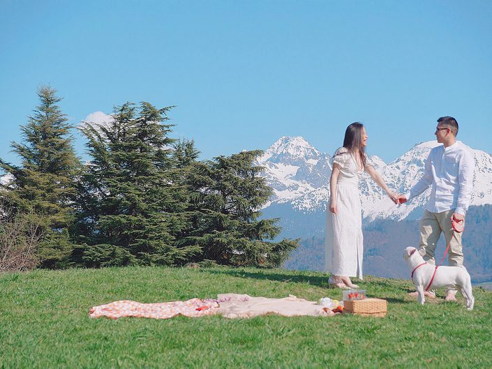 couple and mountains